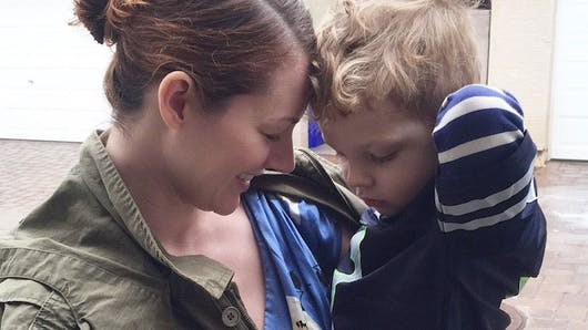 Elle laisse son fils de 3 ans l'habiller pendant une   semaine