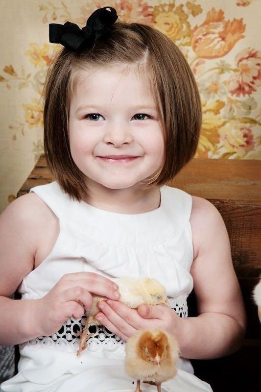 Coiffure petite fille 10 coiffures express - Carre plongeant petite fille ...
