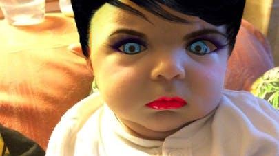 Elle relooke son bébé de 7 semaines avec une appli make up   !