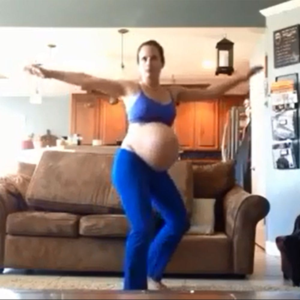 Une femme enceinte reproduit la chorégraphie de « Thriller   » pour déclencher son accouchement