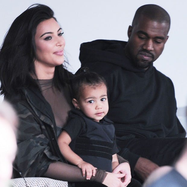 Kim Kardashian habille sa fille North avec un « gilet   pare-balles »