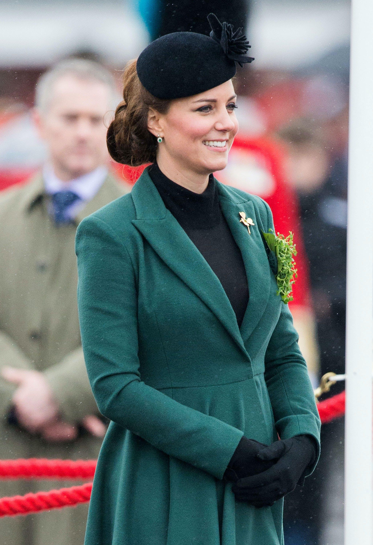 Kate Middleton avec sa robe col roulé