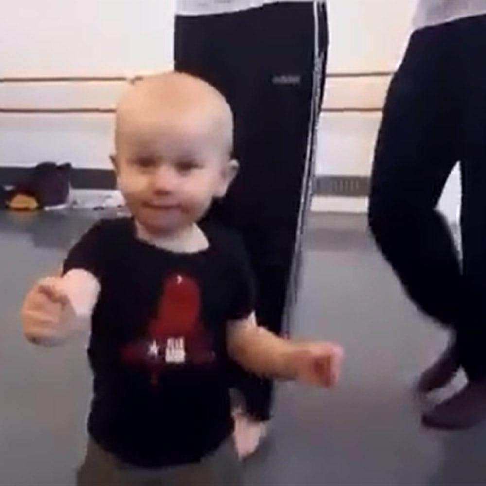 Vidéo : un bébé qui mène la danse !