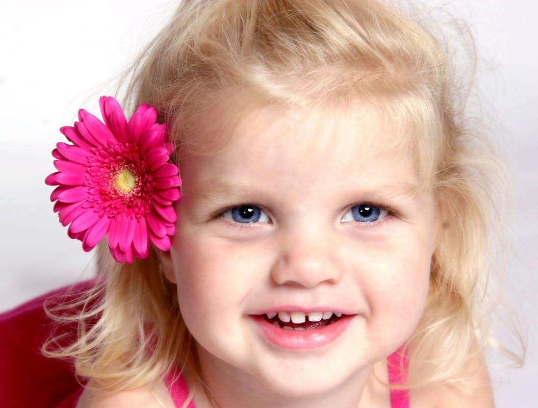 coiffure pour petite fille 25 jolies coiffures parents. Black Bedroom Furniture Sets. Home Design Ideas