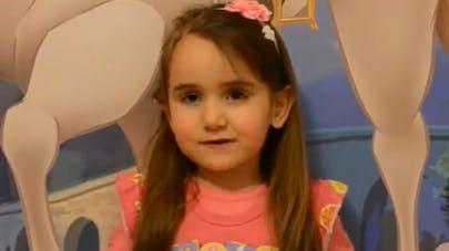 A 4 ans, elle donne ses cheveux à une petite fille   atteinte d'un cancer