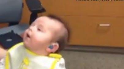 Vidéo : un bébé sourd entend sa mère pour la première   fois