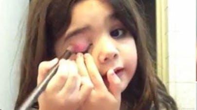 Vidéo : à 5 ans, Danna crée le buzz avec des tutos de   maquillage
