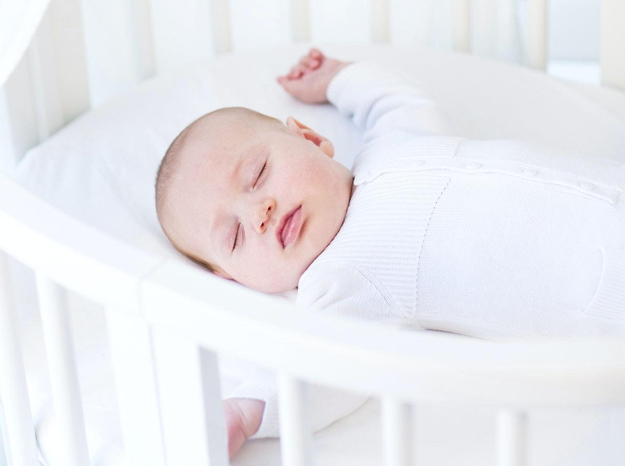 Sommeil : faut-il utiliser un cale-bébé ?