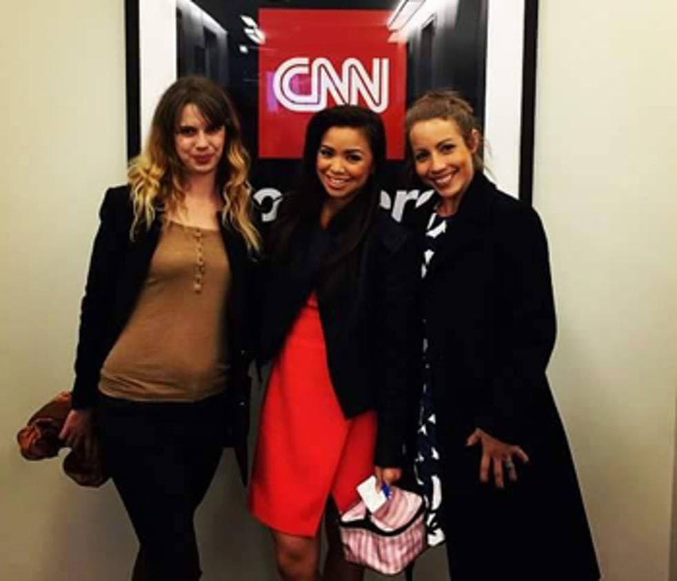 Maria Kang entourée de Camille Limousin et Vanessa         Lynn Campos (VCN Fitness), coach et fitness pro des No         Excuse Mom