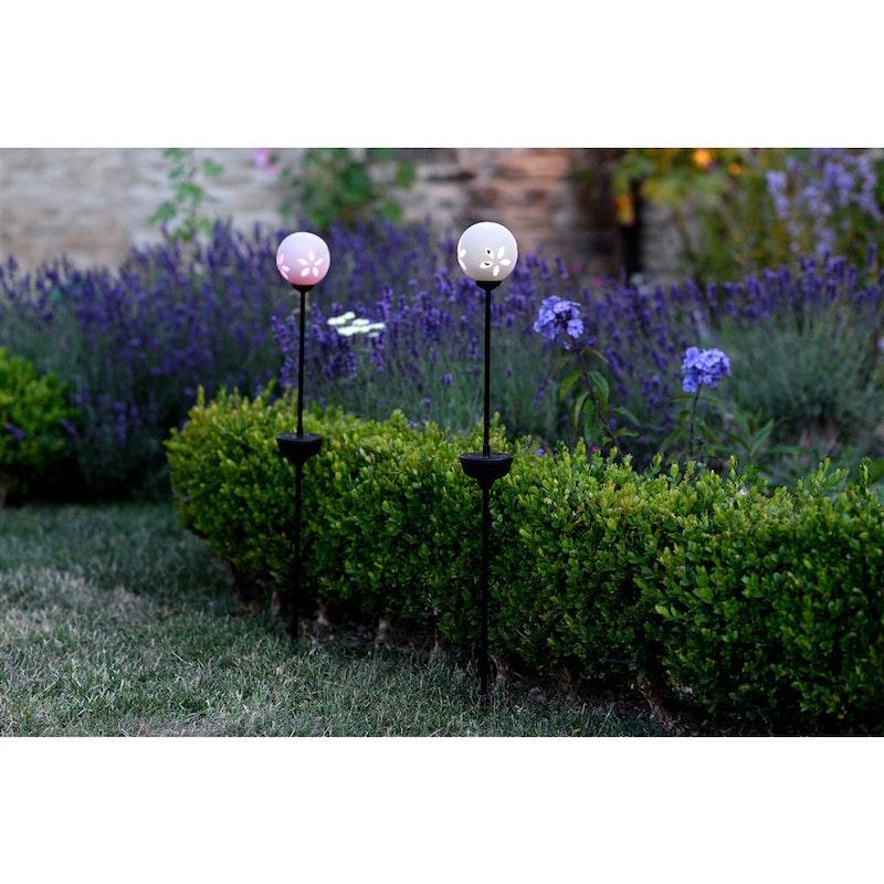 D co des id es sympas pour le jardin - Balises solaires de jardin ...