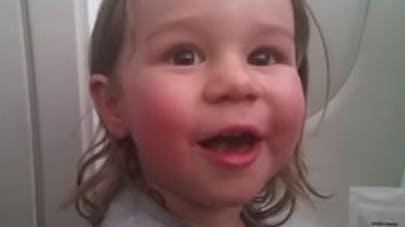 Une chanteuse enceinte débarquée de l'avion car son enfant   hurle !