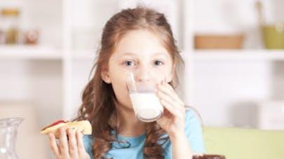 Sauter le petit déjeuner fait perdre 2 heures   d'apprentissage scolaire aux enfants