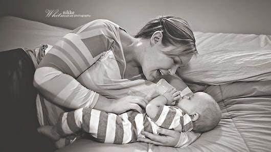 Photos : quand les mamans donnent le biberon à leur   bébé