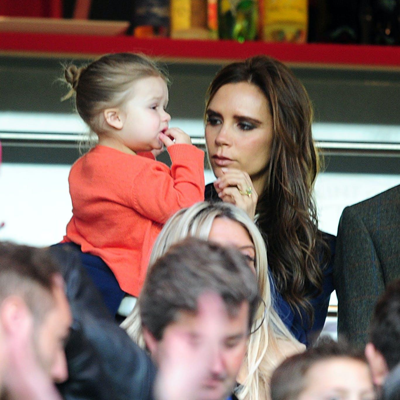 Victoria Beckham revend les vêtements d'Harper pour la   bonne cause