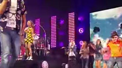 Angleterre : ce petit garçon impressionne Pharrell   Williams en dansant sur scène !
