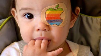 Etats-Unis : un papa transforme les patchs oculaires de sa   fille en œuvres d'art