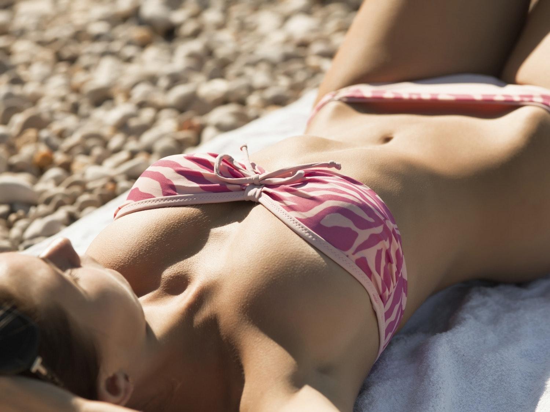 Vacances : comment avoir un bronzage glamour en toute   sécurité ?