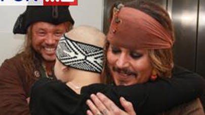 Johnny Depp rencontre des enfants malades déguisé en Jack   Sparrow