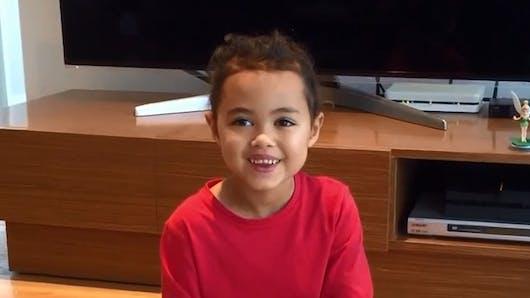 Vidéo : cette petite fille est incroyablement   adroite