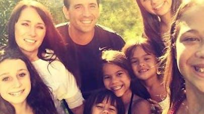 Une mère adopte les quatre filles de sa meilleure amie   décédée