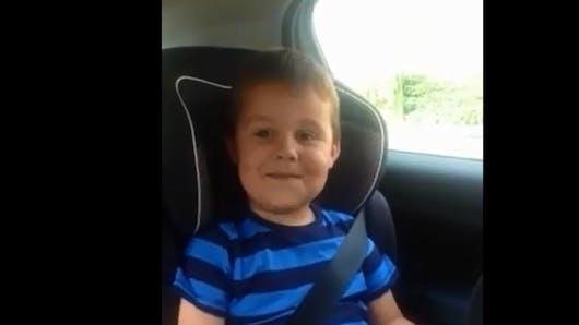 Vidéo : l'adorable réaction d'un petit garçon qui apprend   qu'il va être grand frère