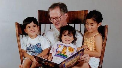 Insolite : il crée une chaise pour faire la lecture à ses   enfants