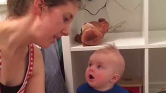 Vidéo : ce bébé pleure à chaudes larmes dès qu'un livre se   termine !