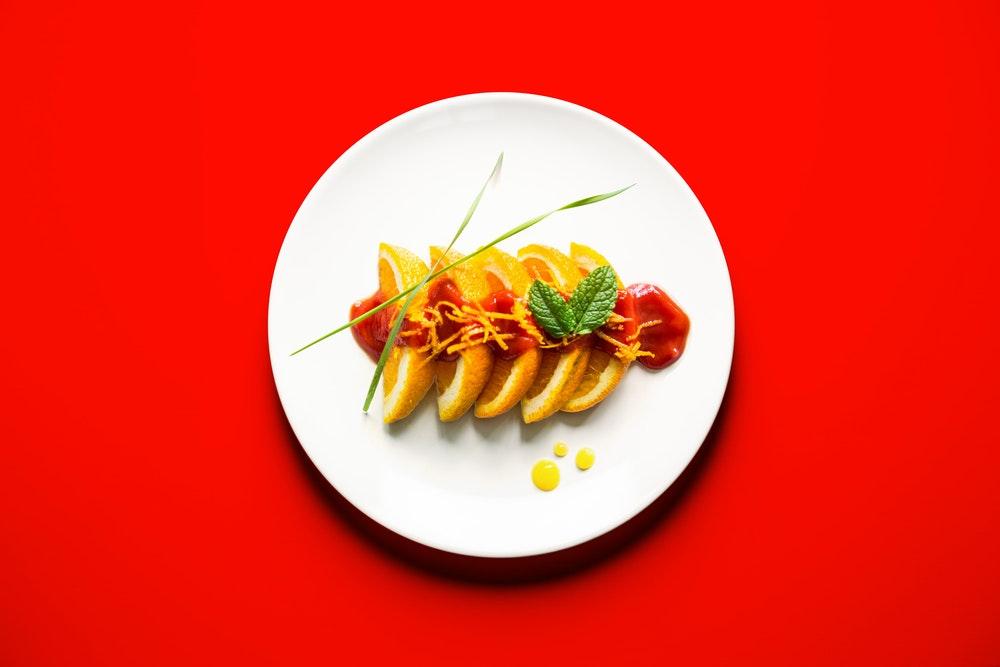 Sushis d'orange à la sauce tomate