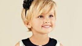 Photos 20 coiffures courtes pour petites filles parents - Coupe carre plongeant pour petite fille ...