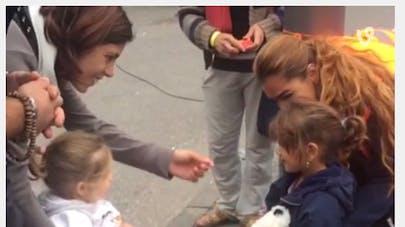 Vidéo : une fillette allemande accueille une petite fille   syrienne