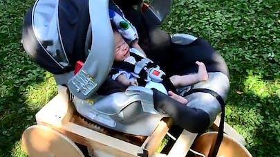 Vidéo : un papa construit une machine insolite pour  endormir son bébé