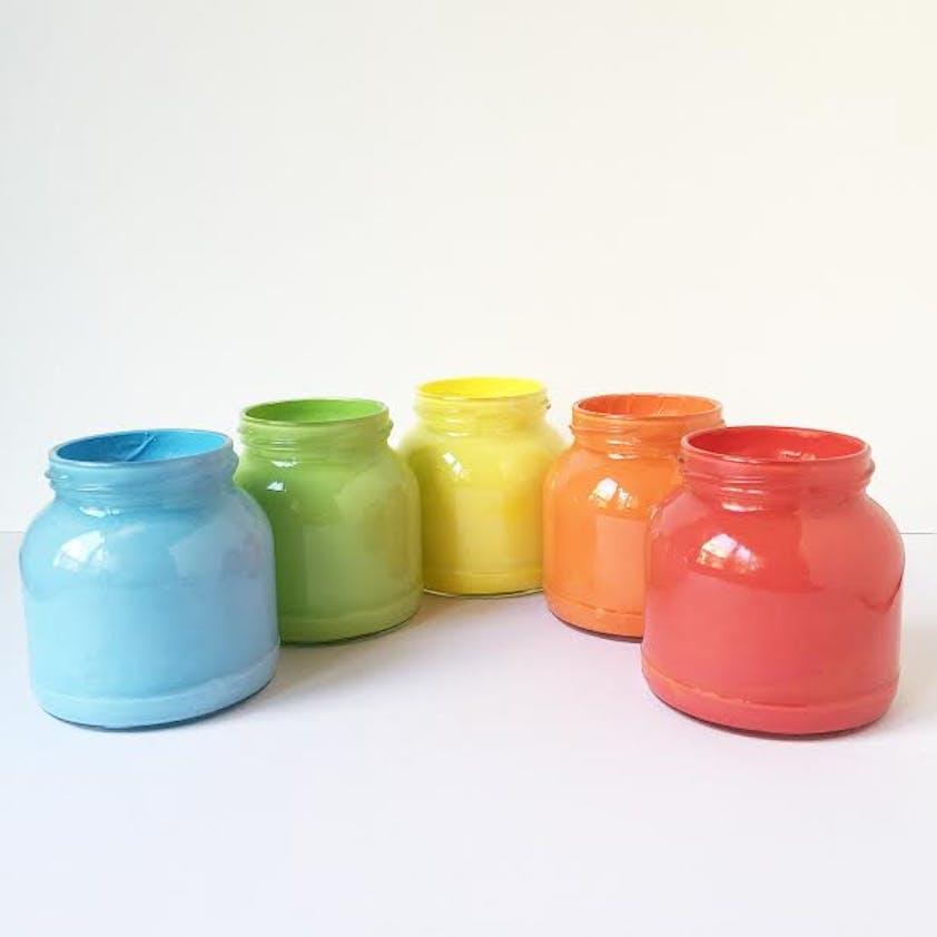 Des pots multicolores