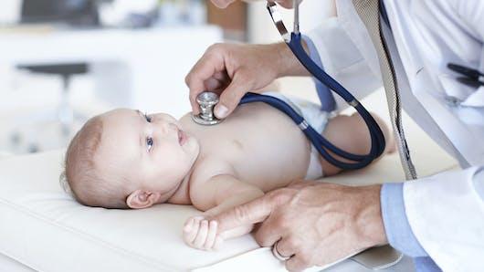 Santé bébé : les examens médicaux obligatoires