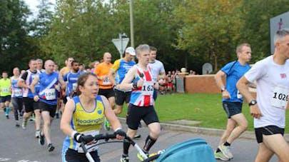 Une maman bat le record du monde de la course en  poussette
