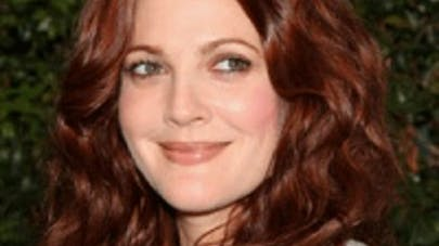 Drew Barrymore : « je préfère de loin avoir mes enfants et   être moins belle en maillot »