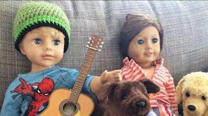 Une mère crée une poupée garçon pour son fils de 6  ans