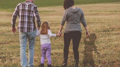 Une mère fait retoucher une photo de famille après le   décès tragique d'un de ses enfants
