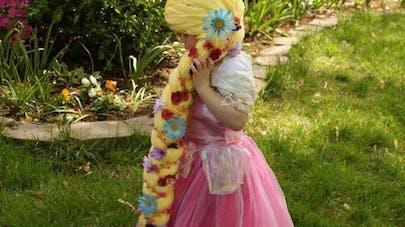 Une mère confectionne des perruques de princesses pour les   enfants malades du cancer