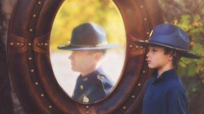 Un enfant de 9 ans rend hommage à son père décédé en   photos