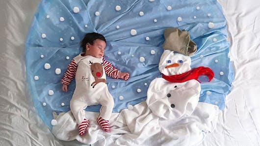 Photos : une maman met en scène son bébé en train de  dormir