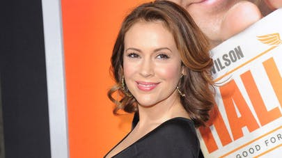 Photo : Alyssa Milano allaite sa fille de 16 mois sur  Instagram