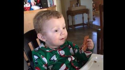 Vidéo : un bébé goûte au bacon pour la première fois et sa   réaction est étonnante