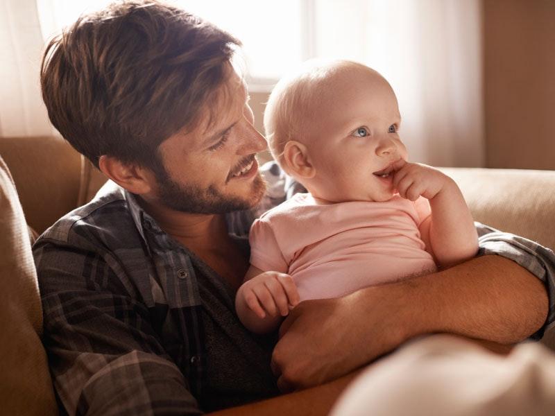 Congé parental : les joies et les difficultés vues par un papa
