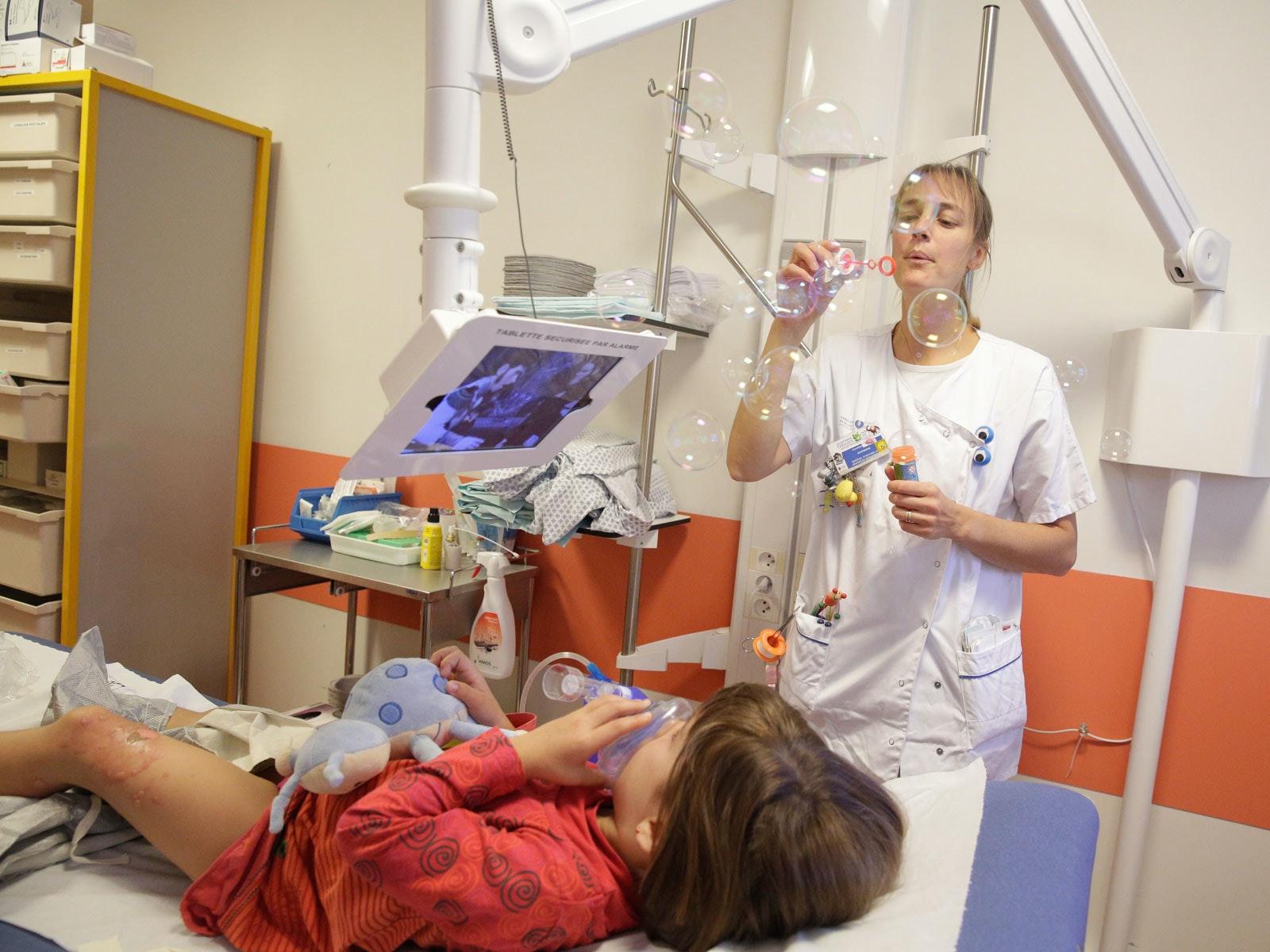 Urgences pédiatriques : des méthodes douces contre la douleur