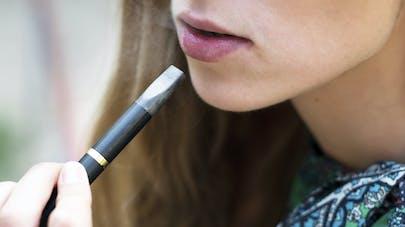 Grossesse: la cigarette électronique aussi nocive   que le tabac pour le fœtus