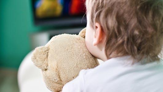 Le CSA lance une nouvelle campagne de protection des jeunes enfants face à la télé
