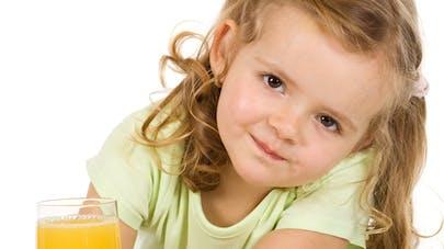 Les jus de fruits et smoothies destinés aux enfants sont   trop sucrés