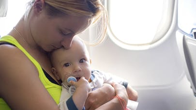 Fête des mères: JetBlue récompense les passagers si un   bébé pleure durant le vol