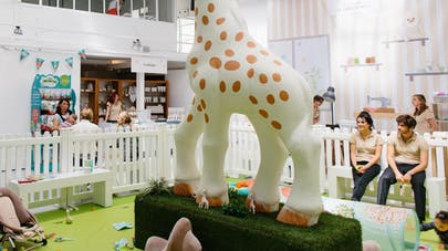 Sophie la Girafe invite les parents à Paris,  du 27   au 29 mai