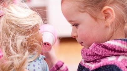 Vidéo: une petite fille reçoit une poupée faite à   son image